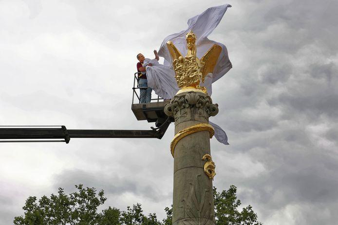 De Draak en de fontein zijn weer terug op het Bossche Stationsplein.