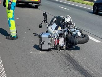 Motorrijder gewond na aanrijding op E40
