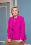 Hillary Clinton was even in Amsterdam. ,,Ik maak me druk. In het Witte Huis zit een president die mensen tegen elkaar opzet.''