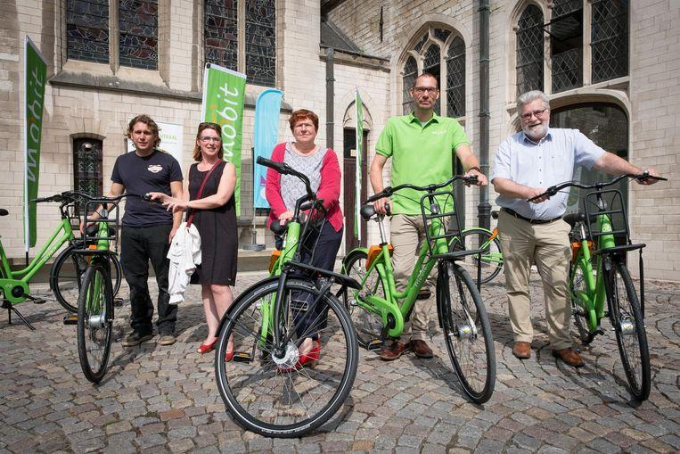 Mobit lanceert een proefproject met deelfietsen in Mechelen.