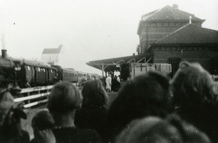 September 1943: het vertrek van de Joden van de Barneveldgroep per trein naar Westerbork.