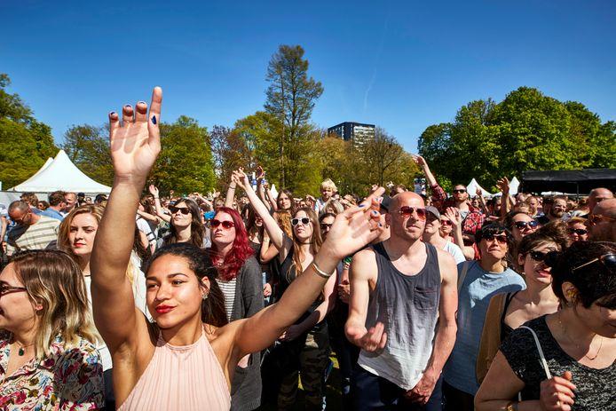 Het Bevrijdingsfestival in het Park bij de Euromast.