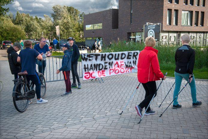 Vorig jaar voerden jongeren nog actie tegen het weghalen van twee jongerenwerkers bij De Poort.