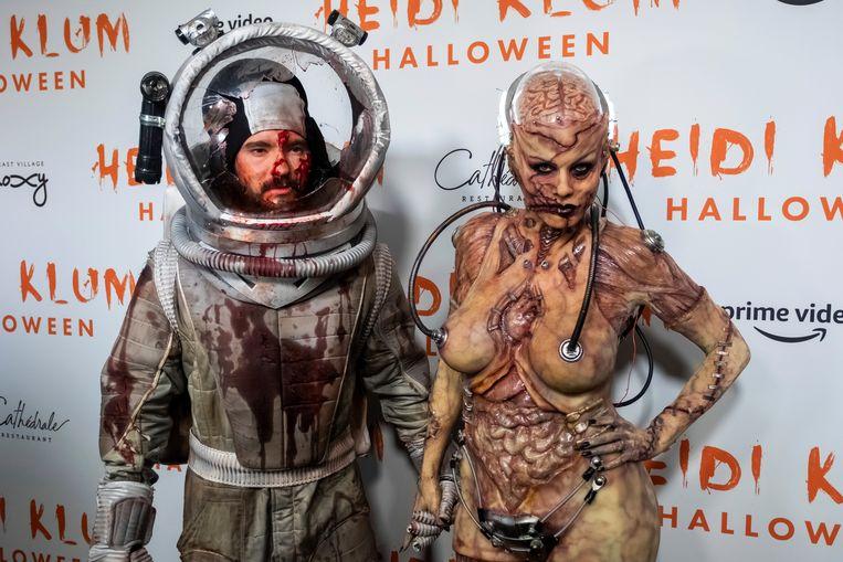 Tom Kaulitz (links) en Heidi Klum (rechts) toonden trots hun Halloweenkostuums.