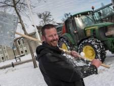 Johan maakte met een groep boomkwekers opritten sneeuwvrij: 'Helpen zit in het DNA van boomkwekers'