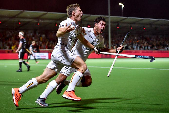 Victor Wegnez en Alexander Hendrickx vieren de 3-2.