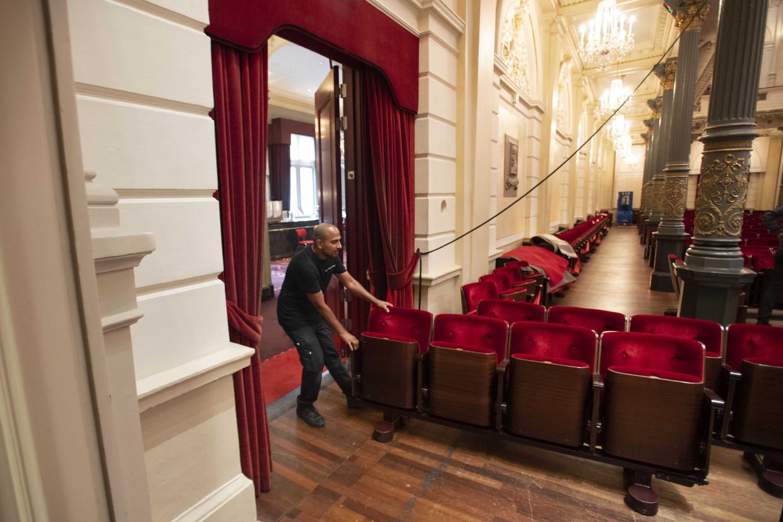 Medewerkers van Het Concertgebouw treffen voorbereidingen voor de heropening.  Beeld ANP