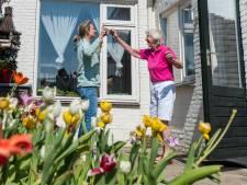 Eindhovense Inge brengt 85-jarige moeder na 10 weken terug naar het verpleeghuis