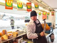 Kaasboer is koning te rijk op uitgestorven Osse markt: 'Als je kúnt gaan, dan gá je'