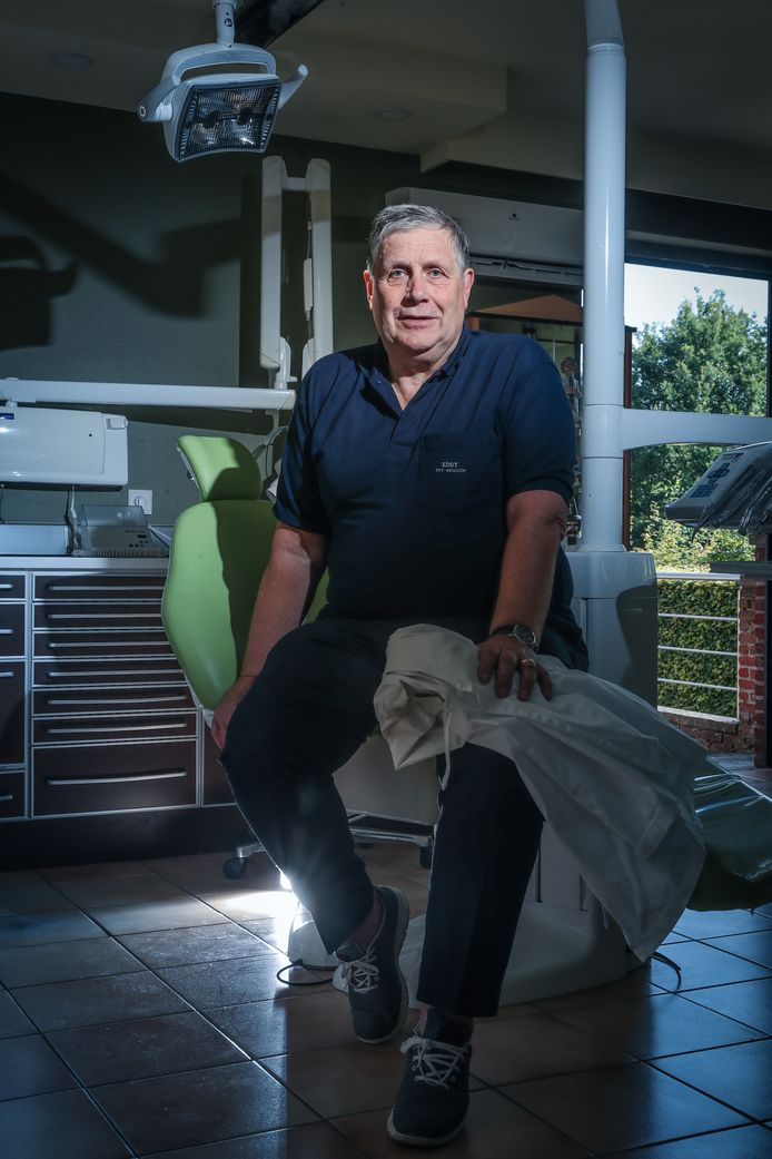 Eddy De Valck hoofd-odontoloog van het Disaster Victim Identification-team van de federale politie.