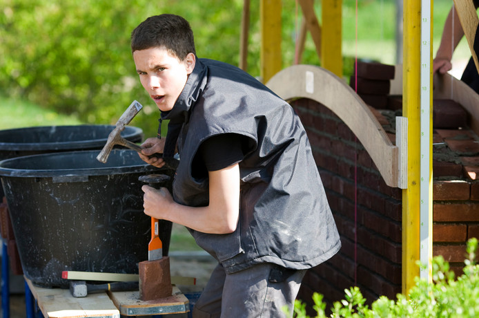Er is een grote vraag naar bouwvakkers. Opgeleide jongeren zijn verzekerd van een baan.