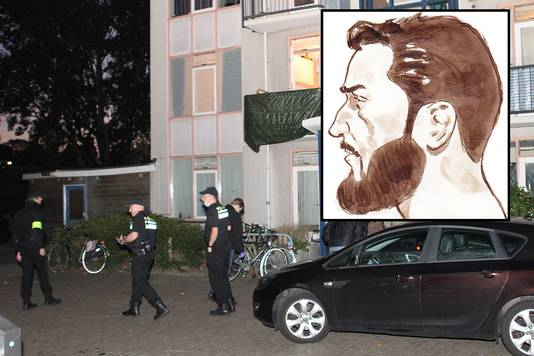 Een huiszoeking in een appartement in Vlaardingen, waar een van de verdachte woonde. Kader: Hardi N.