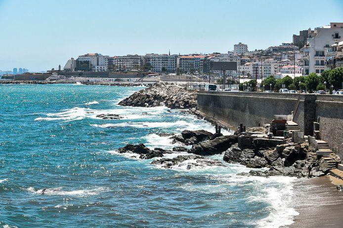 L'Union européenne (UE) a retiré jeudi l'Algérie de sa liste de pays dont les ressortissants sont autorisés à séjourner sur son territoire.