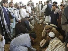 Bomaanslagen tijdens begrafenis halfbroer Karzai