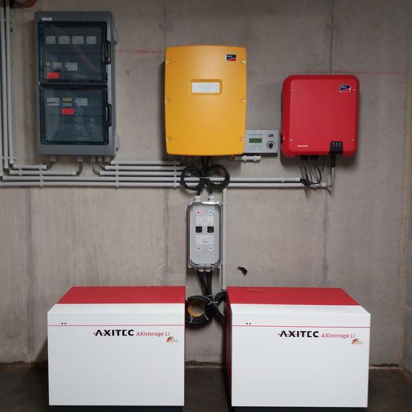 Gert installeerde een systeem met twee thuisbatterijen, die tot 13,6 kW kunnen opslaan.