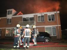 Vlammen verzwelgen Voorschotense woningen: spotje vloog in de fik