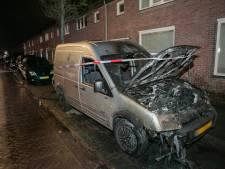 Twee bestelbussen door brand verwoest in Arnhem-Zuid