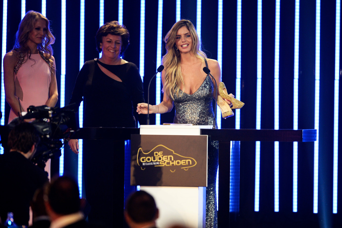Het moment dat de Belgische voetbalwereld écht kennismaakte met Gal Refaelov. Op het Gala van de Gouden Schoen 2013 won zij de Gouden Pump voor mooiste spelersvrouw.