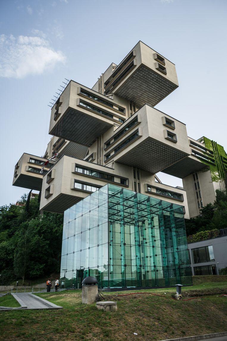 Design, Moderne architectuur in Tiblisi, Georgie. Bank van Georgie. Beeld Stijn Hoekstra