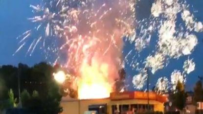 Spectaculaire brand door ontploft vuurwerk