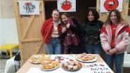 Derdejaars van GO! Atheneum Oudenaarde verkopen cupcakes voor Rode Neuzen Dag