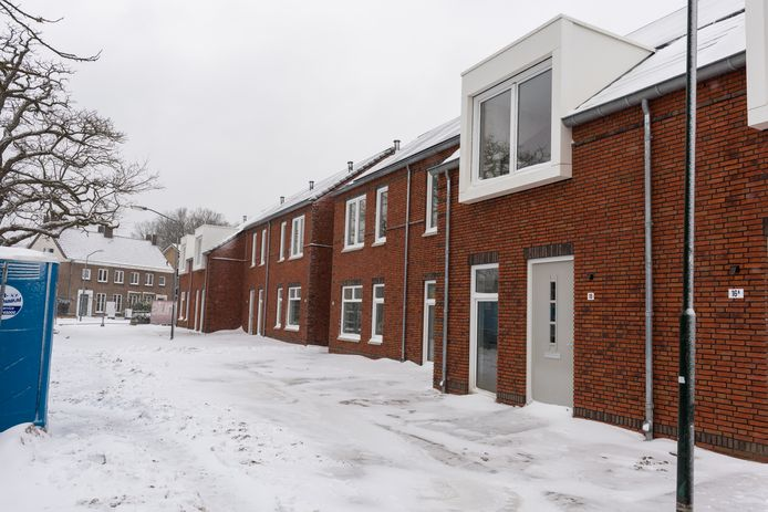 De nieuwe sociale huurwoningen aan de Michiel de Ruyterstraat in Waalre worden begin volgende maand opgeleverd.