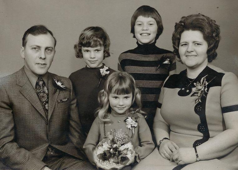 Dirk en Mien met nog jonge kinderen Beeld