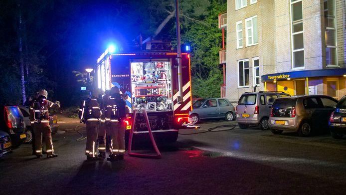 Aan de  Wielewaal in Ermelo is in de nacht van donderdag op vrijdag een woning in een appartementencomplex verwoest.