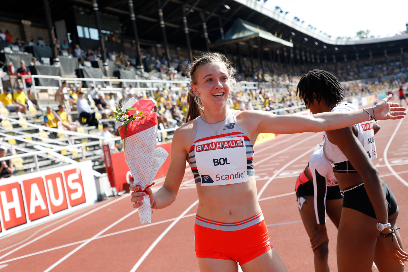 Femke Bol straalt na haar race in Stockholm.