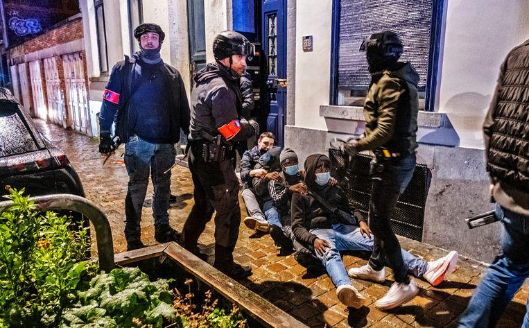De politie moest in actie schieten. Enkele rellende jongeren werden opgepakt.  Beeld Tim Dirven