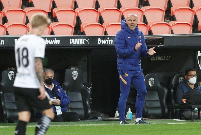 Alfred Schreuder zondag als hoofdtrainer van Barcelona. Beeld EPA