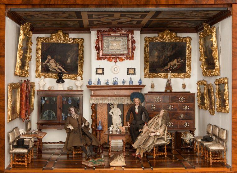 Fragment van de ontvangstkamer in het poppenhuis van Petronella de la Court (Leiden, 24 augustus 1624 - Amsterdam, 22 maart 1707). Zij was een bekend kunstverzamelaar in Amsterdam. Beeld Centraal Museum Utrecht