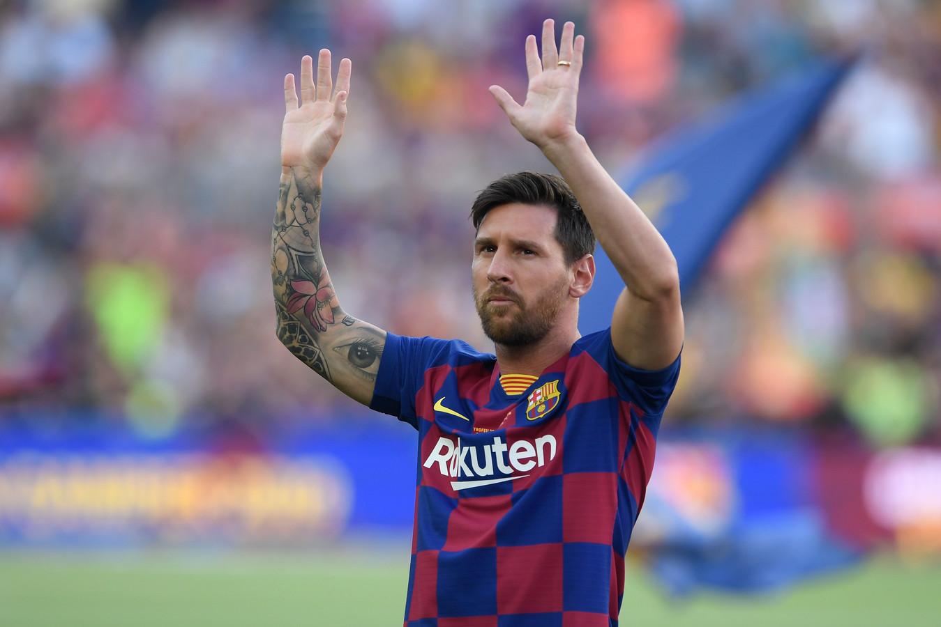 Lionel Messi siert samen met Cristiano Ronaldo en twee anderen de Season Update van Pro Evolution Soccer. De game is de grootste concurrent van voetbalspel FIFA, dat door EA Sports wordt gemaakt.