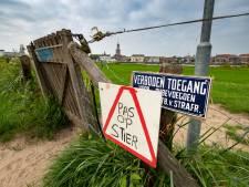 Zonnen zonder stier op strandje bij Kampen