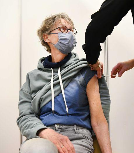 Vandaag D-day voor AstraZeneca-vaccin, huisartsen worden bestookt met vragen