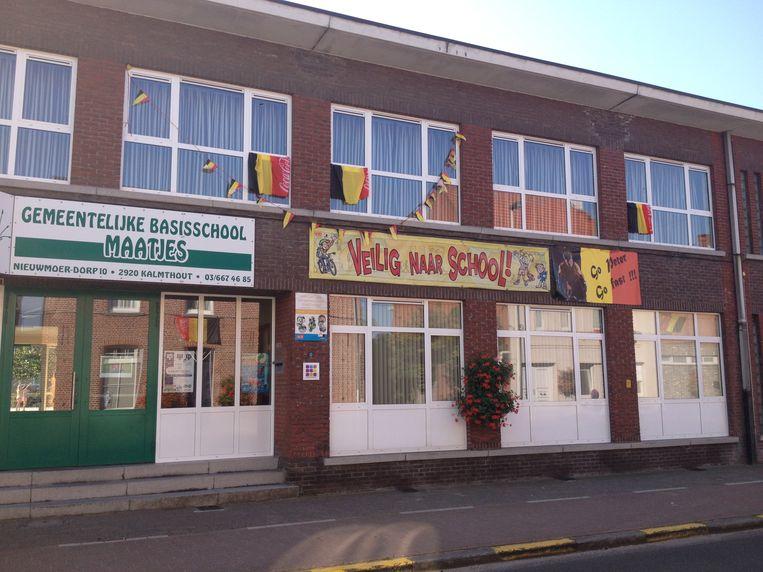 Basisschool De Maatjes heeft z'n gevel met Belgische vlaggen versierd.