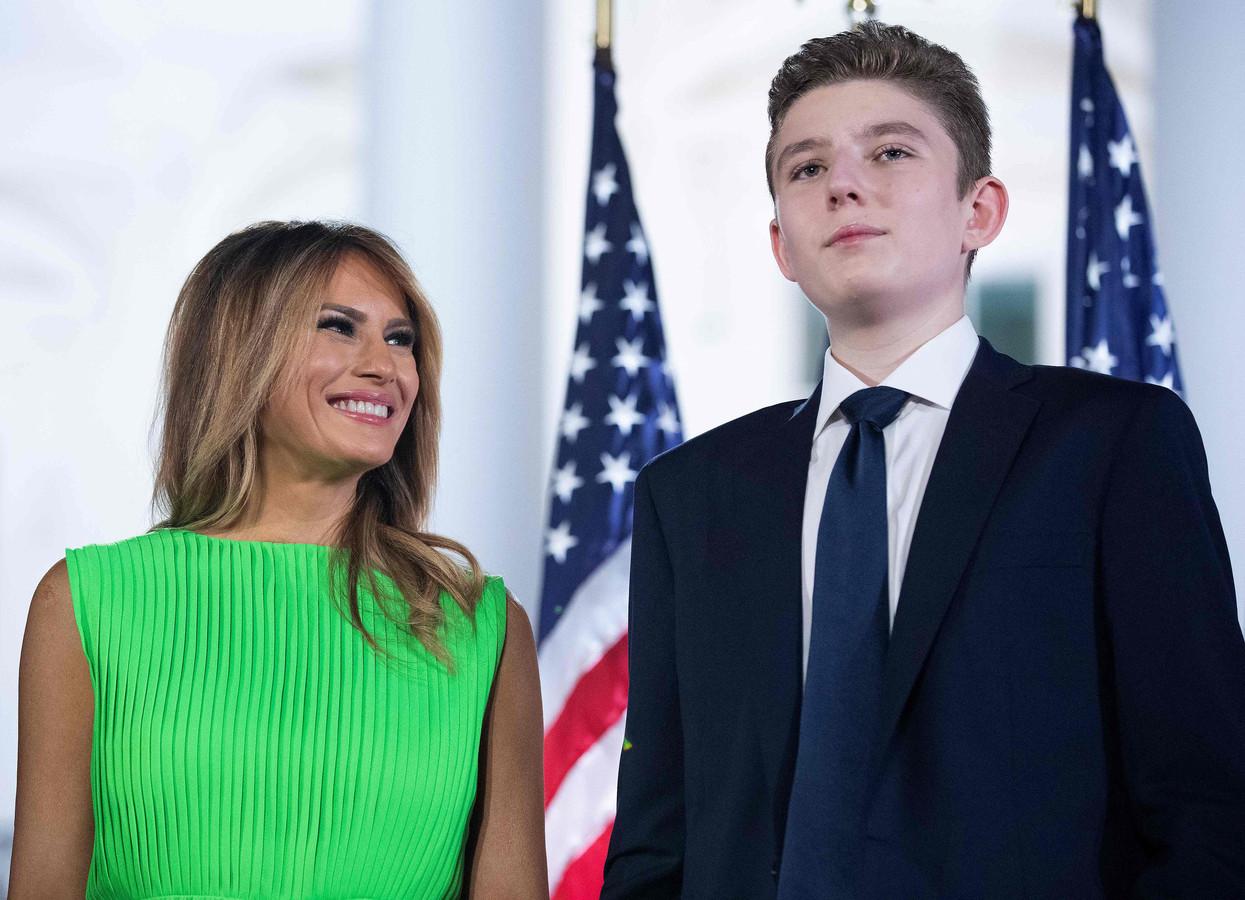 Melania en Barron Trump. Deze foto van 27 augustus 2020 is de laatste waar Trumps jongste zoon op te zien is.