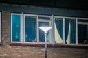 Er vlogen kogels door het slaapkamerraam van de woning aan de Dirkslandstraat.
