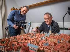 Al jaren werkt Constant aan een maquette van 15e-eeuws Zutphen: 'Met één huisje ben ik zo'n 79 minuten bezig'