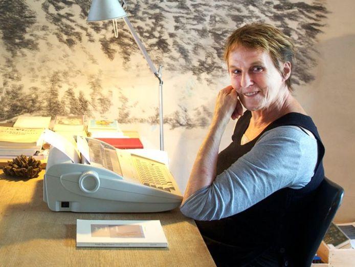Kreek Daey Ouwens werkt nog op een typemachine