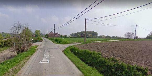 De Drappendries is onderbroken ter hoogte van het kruispunt met de Beukelweg.