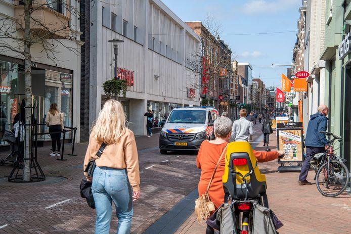 Volgens Apeldoornse winkeliers loopt en rijdt er wel handhaving door de stad, maar worden ze niet heel vaak gecontroleerd.