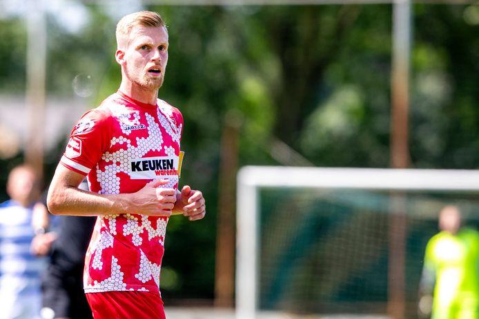 FC Dordrecht-aanvoerder Toine van Huizen treft vrijdagavond zijn oude club Telstar. FOTO PRO SHOTS