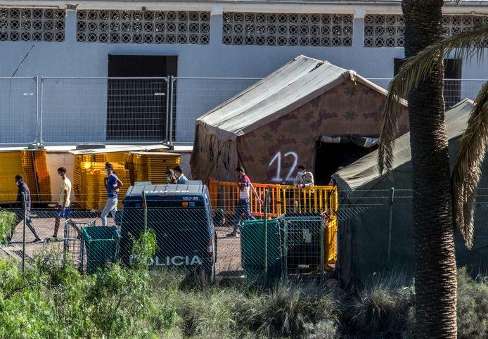 Migranten aan een militaire opvangfaciliteit op Gran Canaria in oktober.