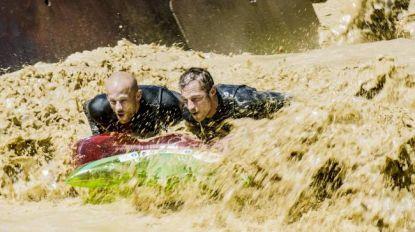 Zwemmen in zand en surfen in modder: Staf en Mathias bouwen eigen pretpark in 'Het Lichaam van Coppens'
