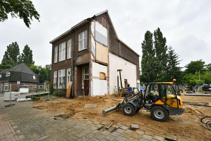 De renovatie van de moskee aan de Willem de Clercqstraat is in een volgende fase beland.