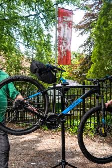 Met een mountainbike uit Arnhem het nieuwe parcours op de Veluwe trotseren: 'Het gaat ons om de ervaring'