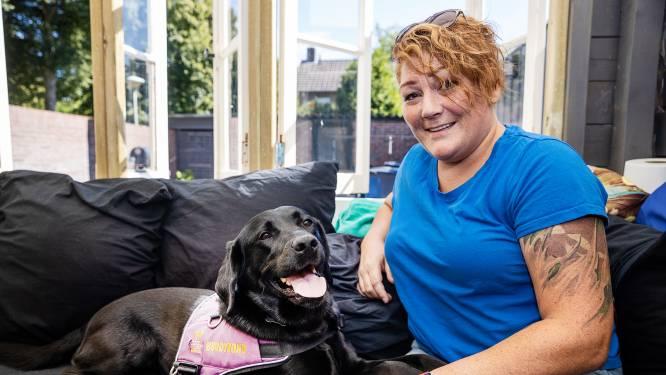Veteraan Joyce (38) geweigerd bij Eindhovens strandbad vanwege haar hulphond: 'Ik was zó boos'