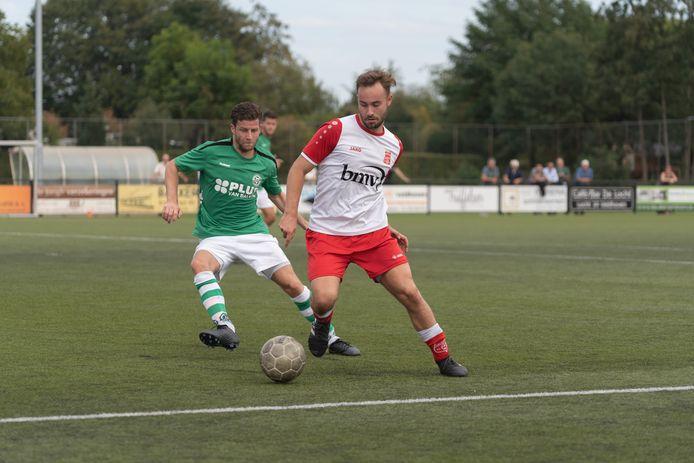 Rick van der Heijden (rechts) in actie namens Rood-Wit Veldhoven tegen Sparta'25.