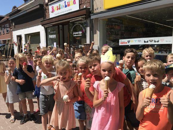 De leerlingen van De Wissel in Wuustwezel konden genieten van een heerlijk ijsje.